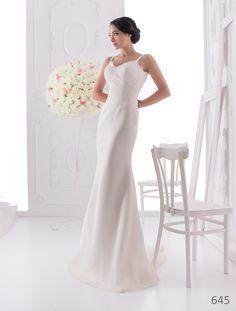Simple and elegant wedding dress from ElodyWedding.com
