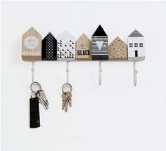 Cute little house key hooks Wood Crafts, Diy And Crafts, Miniature Houses, Home And Deco, Little Houses, House In The Woods, Craft Fairs, Painting On Wood, Wood Art