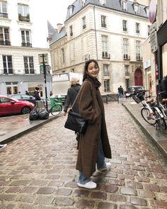 김고은 kim go eun chanel paris s/s 2019 Kim Go Eun Style, My Style, Korean Fashion Trends, Asian Fashion, Winter Outfits, Casual Outfits, Fashion Outfits, Look Boho, Korean Actresses