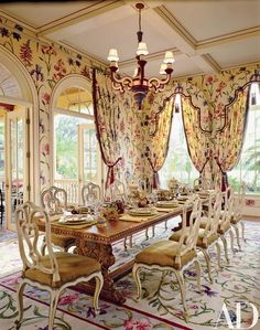 Traditional Dining Room by JP Molyneux Studio Ltd. in Palm Beach, Florida Elegant Dining Room, Beautiful Dining Rooms, Dining Room Design, French Decor, French Country Decorating, Family Dining Rooms, Living Rooms, Family Room, French Country Dining
