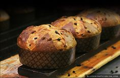 Love it or hate it - it's panettone season! Italian bakers produce 117 million loaves of panettone every Christmas - that is more than one loaf a person! Macarons, Donuts, Muffins, Candied Fruit, Cupcakes, Cooking School, Cookies, Christmas Desserts, Christmas Recipes