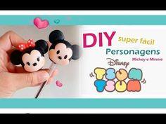 DIY - Ponteiras Disney tsum tsum Mickey e Minnie Tsum Tsum Party, Disney Tsum Tsum, Fiesta Mickey Mouse, Mickey Party, Polymer Clay Disney, Clay Keychain, Cute Clay, Pasta Flexible, Clay Dolls