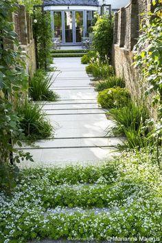 gravel path with inlaid bluestone breaks | Charlotte Rowe Garden Design