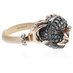 Stephen Webster Poison Apple Ring (64,665 SAR) ❤ liked on Polyvore featuring jewelry, rings, leaf ring, black ring, leaves ring, engraved jewelry and pave diamond ring