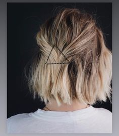 Bobby pin triangle Unicorn Hair, Bobby Pins, Locks, Gorgeous Hair, Cool Hairstyles, Hair Accessories, Braids, Hair Makeup, Short Hair Styles