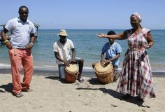 Honduras: Comunidades garífunas esperan con su cultura y gastronomía a visitantes  Extensas playas, ríos con cascadas y la hospitalidad de su gente hacen únicos estos rincones de Honduras. La mayoría de los pueblos garífunas aún conservan sus bailes típicos acompañados por instrumentos propios de la etnia. Fotos: Samuel Zelaya