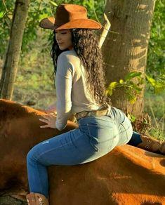 Cute Country Girl, Country Women, Sexy Cowgirl Outfits, Vaquera Sexy, Rodeo Girls, Hot Brunette, Beautiful Girl Image, Curvy Women Fashion, Beauty Full Girl
