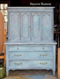 A before and after of the Aubusson Armoire.in Annie Sloan chalk paint colors Aubusson, French Linen, Graphite and Old White! Plus video tutorial.