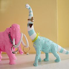 DIY Pretty Prehistoric Ring Holders - Ring Holder - Ideas of Ring Holder - DIY Pretty Prehistoric Jewelry Holders Fun Crafts, Diy And Crafts, Crafts For Kids, Arts And Crafts, Plastic Animal Crafts, Plastic Animals, Jewelry Holder, Ring Holders, Jewelry Storage