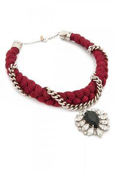 Mieva Design Örgü Kolye ile tarzını ve şıklığını tamamla, modayı keşfet. Birbirinden güzel Kolye modelleri Lidyana.com'da!