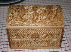 Bicskával faragott ládika - Sütő Béla-József munkája Dremel Wood Carving, Chip Carving, Wood Steel, Box Art, Art Boxes, Wood Boxes, Keepsake Boxes, Wood Crafts, Decoration
