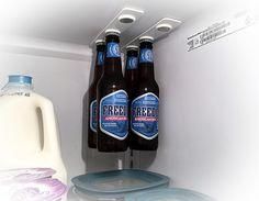 Bottleloft: para ahorrar espacio con los botellines en la nevera. Los imanes de neodimio tienen la culpa.  Space saver for beer botles in the refrigerator, thanks to  powerful Neodimium magnets