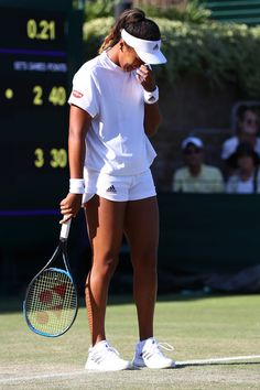 Naomi Osaka of Japan laughs during her Ladies' Singles first round match against Monica Niculescu of Romania on day two of the Wimbledon Lawn Tennis Championships at All England Lawn Tennis and Croquet Club on July 2018 in London, England. Mode Tennis, Lawn Tennis, Tennis Shirts, Tennis Clothes, Tennis Outfits, Us Open, Australian Open, Osaka, Tennis Posters