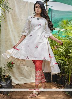 A New Khadi Relam. Lets The Ladies Dress Up In Swadeshi Fabric Khadi Kurta And Bottom. We Specialise In Our Intricate Patterns And Quailty Products  New Kurti Designs, Kurta Designs Women, Kurti Designs Party Wear, Dress Designs, Tunic Designs, Mehndi Designs, Stylish Dresses For Girls, Casual Dresses, Lovely Dresses