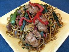Chicken Chive Chow Mein (Gau2 Coi3 Gai1 Caau2 Min6, 韭菜雞炒麵)