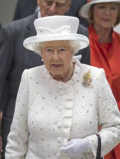 Queen Elizabeth II Photos - Queen Elizabeth II vitis Berlin's University of Technology on the second day of a four day State Visit on June 24, 2015 in Berlin, Germany. - Queen Elizabeth II Visits Berlin