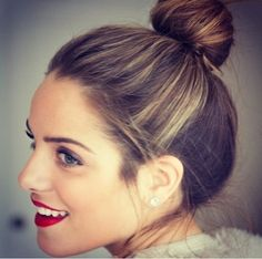 red lips + top knot.
