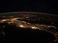 italy photo taken from space (presta atenção no formato perfeito de uma bota!)