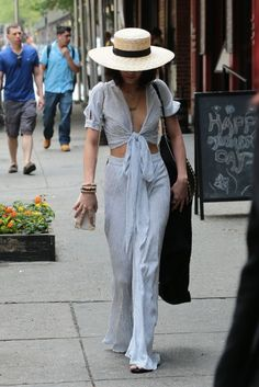 """vanessahudgensfashionstyle: """"Vanessa Hudgens out and about in NYC (May """" 70s Fashion, Fashion 2017, Star Fashion, Fashion Outfits, Fashion Trends, Estilo Vanessa Hudgens, Vanessa Hudgens Style, Look Retro, Boho Look"""