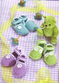Colorful baby shoes with easy to follow visual. ☀CQ #crochet Thanks for sharing! ¯\_(ツ)_/¯