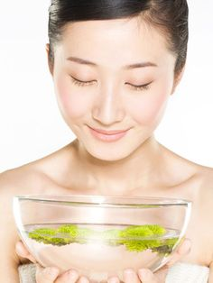 """""""Your skin needs more water than you drink,"""" says Shimamoto. """"Look for products with sodium hyaluronate, more commonly known as hyaluronic acid, which helps balance your skin and brings it to a normal pH level. Best Natural Skin Care, Natural Face, Best Anti Aging, Anti Aging Skin Care, Beauty Secrets, Beauty Hacks, Facial Steaming, Image Skincare, Facial Care"""