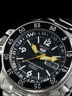 Billede fra http://www.watchallure.com/images/20/Seiko-Skx211j1-Seiko-5-Automatic-Collection-Watch_1_20_0_2.jpg.