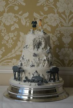 Battle of Hoth Star Wars wedding cake. Teeehee, makes the nerd in me come out.