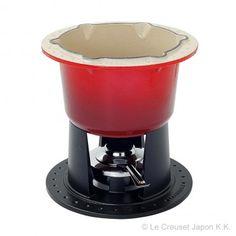 【 Le Creuset コンパクト・フォンデュ・セット 】保温性と均等な熱まわりに優れたフォンデュセット。使用しないときには、コンパクトに収納できます。