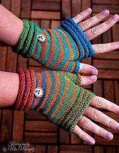 Crochet Patterns Gloves … Coziness fingerless Mitts from Doreen Laffrenzen's Ravelry Store Loom Knitting, Knitting Socks, Hand Knitting, Knitting Patterns, Crochet Patterns, Crochet Gloves Pattern, Knit Or Crochet, Crochet Crafts, Fingerless Gloves Knitted