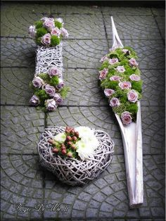 ♥ ~ ♥ Spring into Easter ♥ ~ ♥ Design Floral, Deco Floral, Arte Floral, Funeral Flower Arrangements, Funeral Flowers, Floral Arrangements, Ikebana, Grave Decorations, Flower Decorations