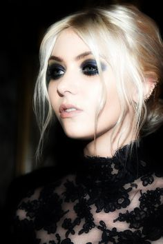 Taylor Momsen.  Frontrow Marchesa 2012.
