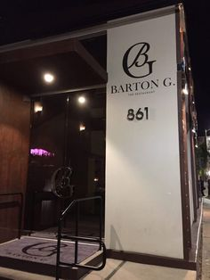 Barton G is located at 861 N La Cienega Blvd in Los Angeles. From the outside the restaurant is sleek, swanky, and refined. It almost has a corporate feel when you first walk up.