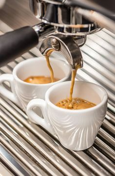 Cappuccino is a Italian coffee that is made with milk foam, espresso and hot milk. Coffee Machine Best, Best Espresso Machine, Best Coffee Maker, Home Coffee Machines, Espresso Machine Reviews, Coffee Maker Machine, Great Coffee, My Coffee, Coffee Mugs
