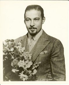 Rudolph Old Hollywood Glamour, Golden Age Of Hollywood, Vintage Hollywood, Classic Hollywood, Valentino Tango, Valentino Men, Silent Screen Stars, Silent Film Stars, Rudolph Valentino