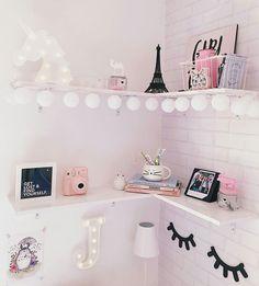 57 Cozy Teen Girl Bedroom Design Trends for 2019 Girl Bedroom Designs Bedroom bedroomdesignideas Cozy design Girl girlsbedro Teen Trends Teen Bedroom Designs, Cute Room Decor, Teen Girl Bedrooms, Trendy Bedroom, Comfy Bedroom, Girl Room, Room Inspiration, Bedroom Decor, Bedroom Ideas