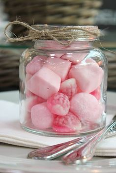 Pink marshmallows and other pink sweets in jars for my pink party! Pink Love, Pretty In Pink, Hot Pink, Paletas Chocolate, Pink Marshmallows, Tout Rose, My Favorite Color, My Favorite Things, Rose Bonbon