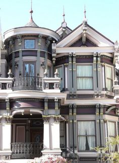 evy's inspirations — san francisco victorian architecture (by nolehace) Victorian Architecture, Beautiful Architecture, Beautiful Buildings, Architecture Details, Beautiful Homes, Living In San Francisco, San Francisco California, San Francisco Houses, Victorian Style Homes