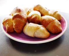 Λουκανικοπιτακια Hot Dog Buns, Hot Dogs, Greek Recipes, Pretzel Bites, Food And Drink, Sweets, Bread, Vegetables, Cooking
