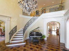 3507 Crescent Stairway