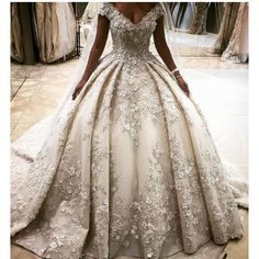 Luxury Ball Gown Lace Wedding Dress Appliques V-Neck Cap Sleeve Bead Bridal  Gown in Clothing 516e3505e