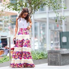 """Feminine vibe in maxi skirt ------- Vibe feminina com… Jw Fashion, Modest Fashion, Girl Fashion, Spring Summer Fashion, Spring Outfits, Mode Simple, Boho Skirts, Look Cool, Skirt Outfits"