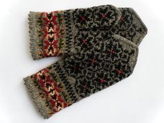 Hand knitted warm wool mittens gloves patterned by Handicraftart Knitted Mittens Pattern, Fair Isle Knitting Patterns, Knit Mittens, Knitted Gloves, Knitting Stitches, Hand Knitting, Fingerless Mittens, Wrist Warmers, Knitting Accessories