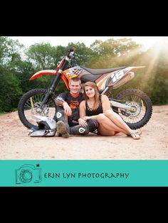 Dirt bike couple. Dirt bike engagement photography. Moto love. Dirt bike lovers. www.erinlynphotography.com