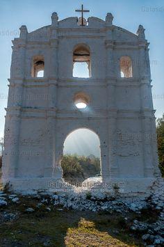 Ruina de la fachada del templo de Pueblo Viejo, San Sebastian