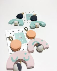 "ASYMMETRY • (@asymmetry.prdesigner) on Instagram: ""Las nenas ✨ esta vez le tocó colores pasteles ♥️ . . . #asymmetrynecklace #happinessinyourmailbox…"""