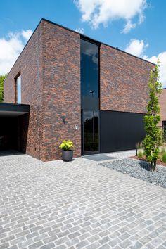 Architecture Renovation, Brick Architecture, Minimalist Architecture, Modern Brick House, Modern Minimalist House, Facade Design, House Design, Exterior Design, Brick In The Wall