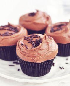 Vegan Love: Dark Chocolate Cupcakes with Rich Chocolate Frosting #vegan #recipe #cupcake