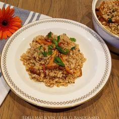 Edels Mat & Vin: Byggotto med kantareller 🍄 Mat, Fried Rice, Risotto, Fries, Ethnic Recipes, Food, Essen, Meals, Nasi Goreng