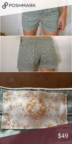 Bella Dahl Leopard Short Shorts Green 25 In great condition! No stains or rips. Very cute and flattering Shorts. Size 25 would fit a size 24 as well. Bella Dahl Shorts