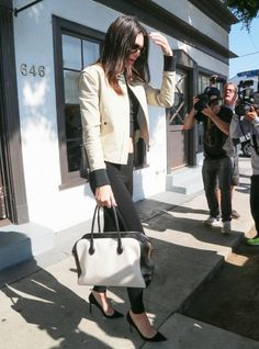 Kendall Jenner Photos - Kendall Jenner Leaving B2V Salon - Zimbio